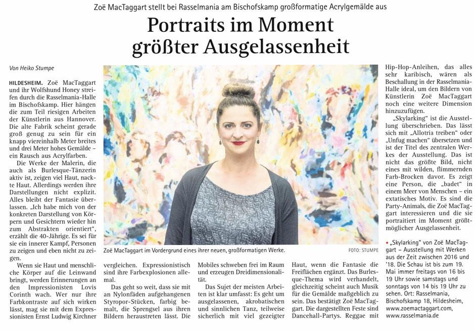 """Artikel im Kehrwieder am Sonntag: """"Zoë MacTaggart stellt bei Rasselmania am Bischofskamp großformatige Acrylgemälde aus. Portraits im Moment größter Ausgelassenheit"""""""