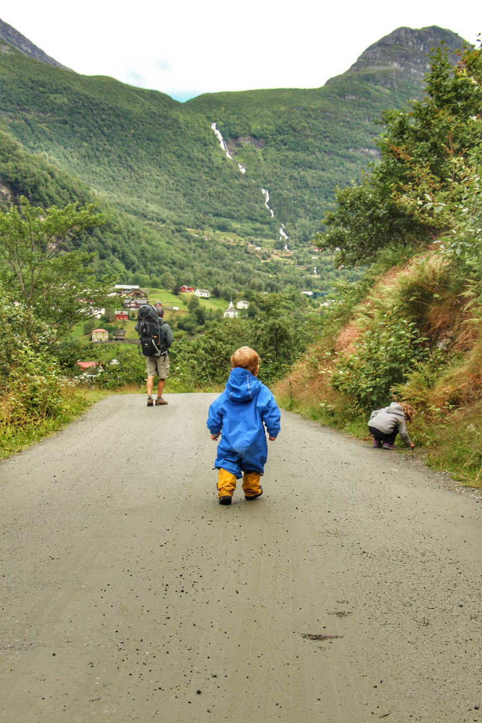 Walking from Homlong to Geiranger Norway with kids
