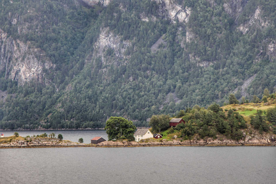 Hurtigruten voyage Alesund to Geirangerfjord