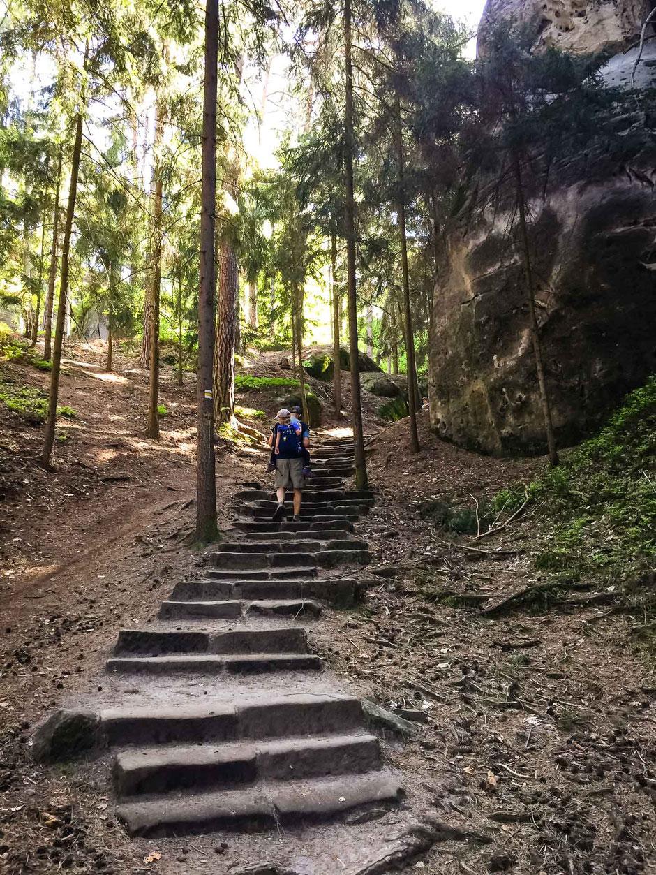 Hiking Hruba Skala to Valdstejn Castle with children in Bohemian Paradise