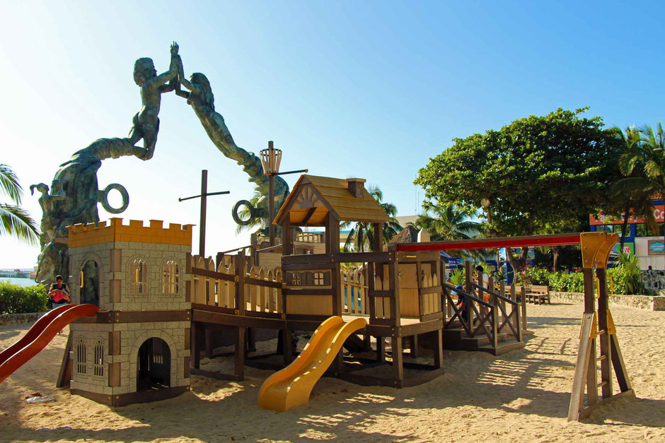 6 Best Public Family Beaches in Playa del Carmen - Off Resort - Parque Fundadores - the only playground we found in Playa del Carmen