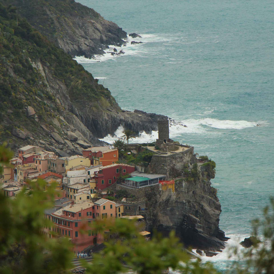 How to Hike Cinque Terre with Kids - Monterosso to Vernazza - Dramatic Oceanfront Village