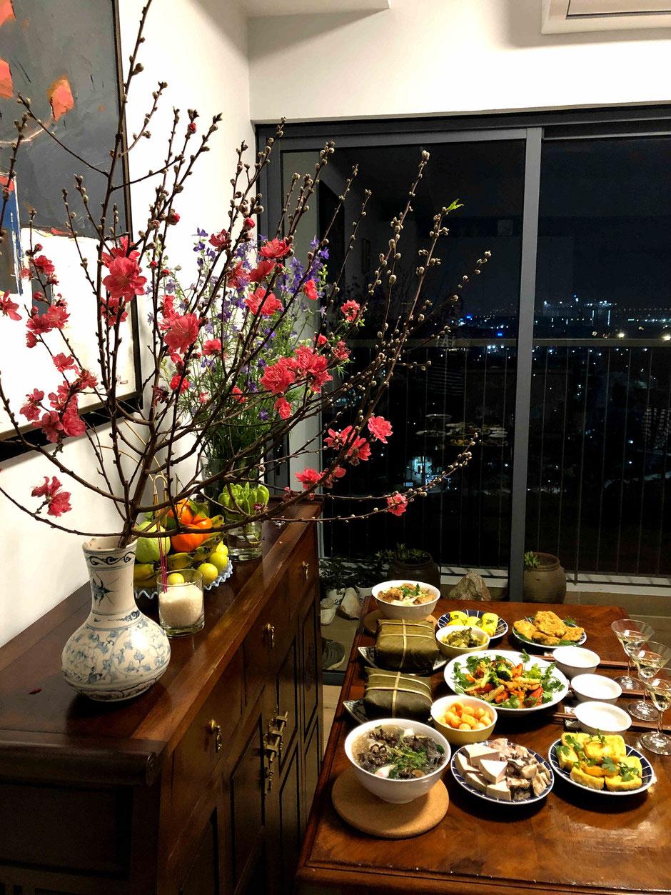 Abendessen zu Ehren der Küchengeister-Ong Cong-Ong Tao-Zeremonie-TET-Neujahrsfest-2021-Vietnam-vietnamesische Kueche-Speisen-Getraenke-TET Baum