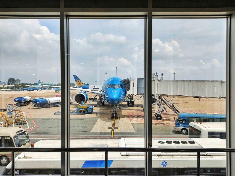 vietnam-urlaub-flughafen-flugverbindung-innland-neu-halongbucht-halong bay-flugzeug-vietnam airlines-viethouse