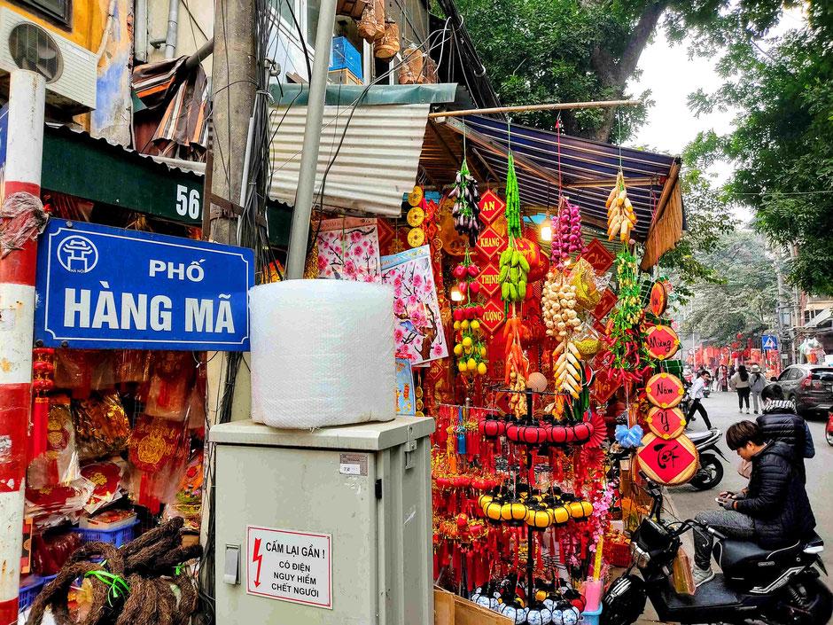 TET-Neujahrs-Fest-Vietnam-Hanoi-Altstadt-Papier-Strasse-Hang Ma-Einkaufen-Schnick Schnack