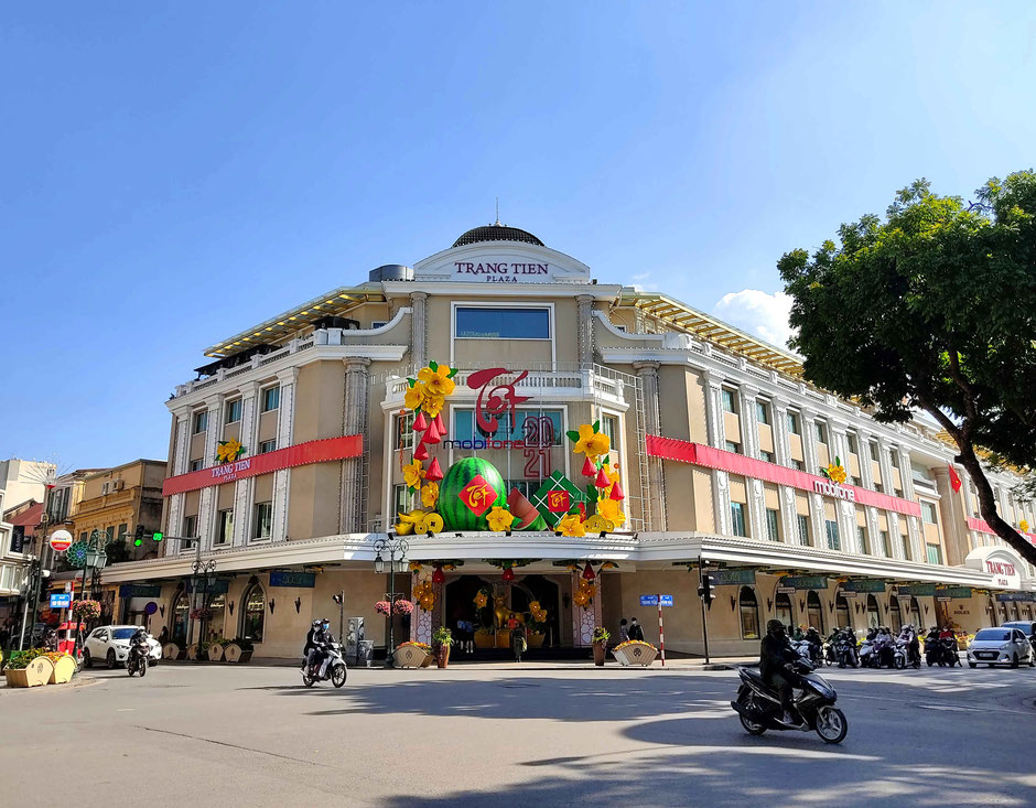 shopping-center-Trang-Tien-Plaza-Dekoration-zum-TET-Neujahrsfest-2021-Hanoi-Vietnam-Hoan-Kiem-See