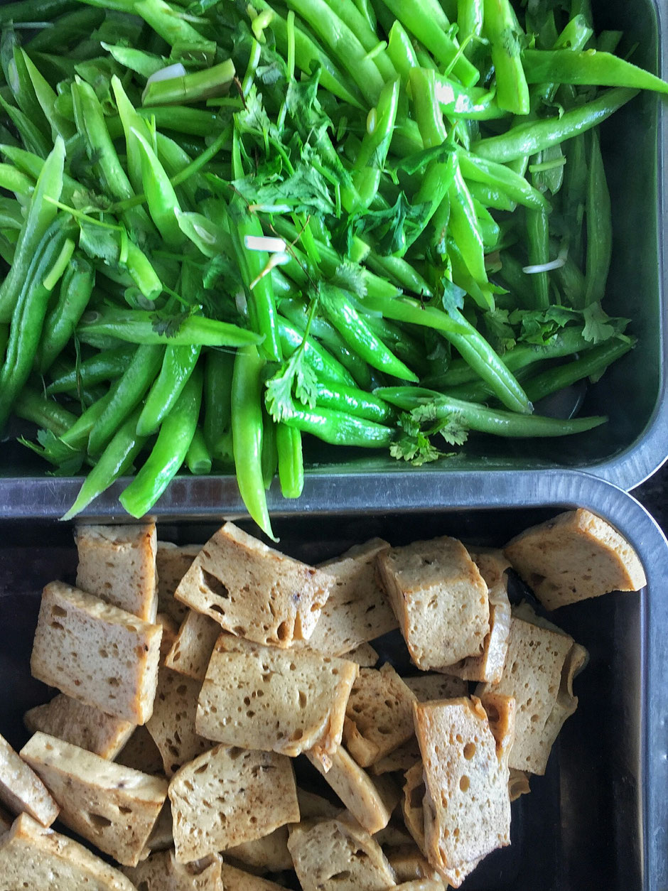 Dau Bap bzw. Okra-Gemüse Tofu-Wurst