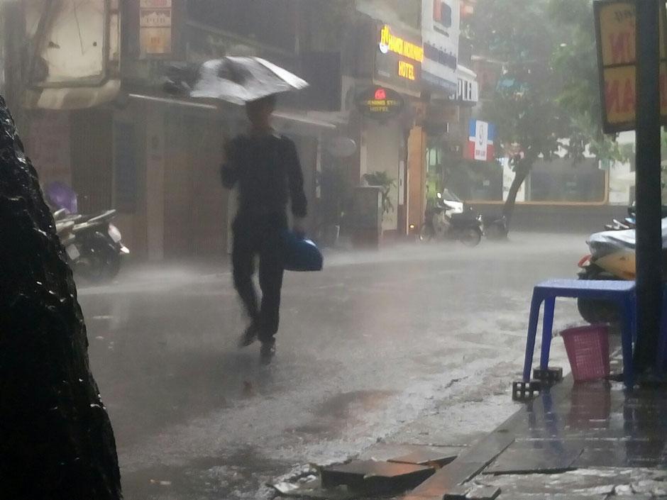Herbst 2017 – vor der Haustür von Ly und Heiko im Viethouse Hanoi – ein Sturmtief zieht über die Stadt