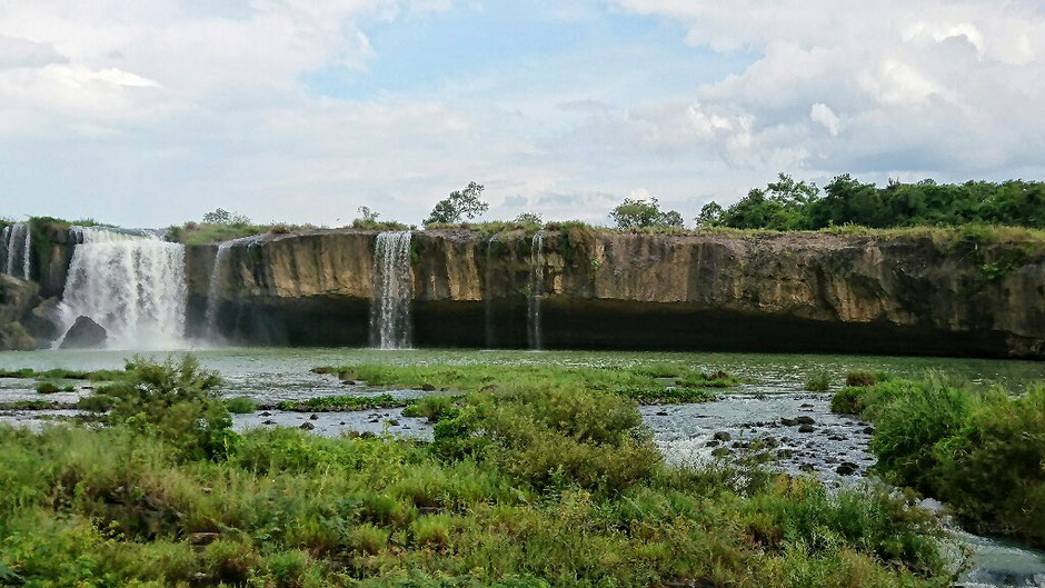 Erkundungstour - zentrales Hochland  - Vietnam – Erkundungstour – Ly und Heiko – Viethouse – Tour – Erfahrungen – Reisetipp – Urlaub – Abenteuer – Wasserfall - Dac Lac – blauer Himmel – Wolken – See