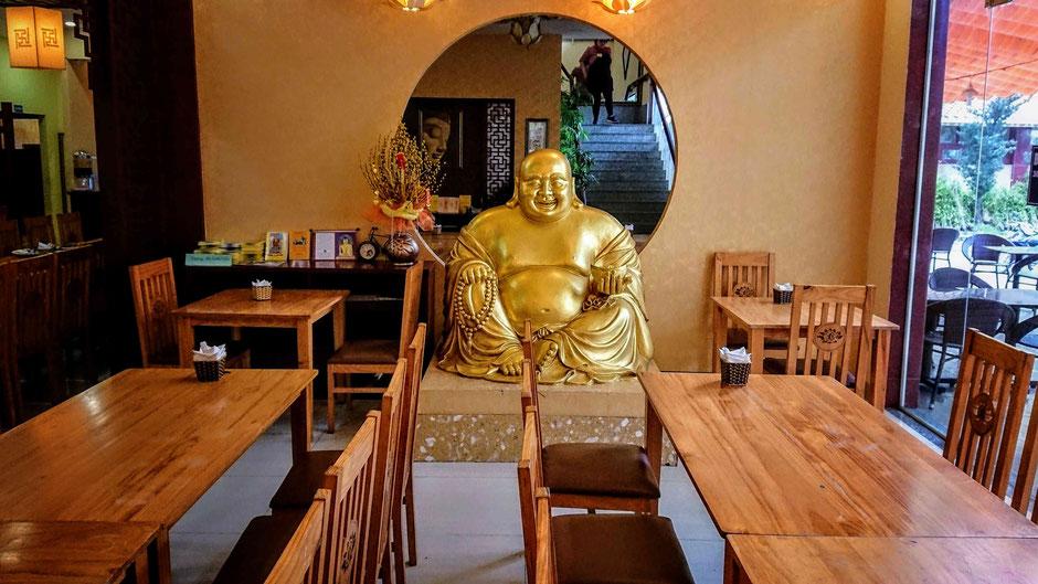 vegetarisches restaurant_buddhistischen Tempel_buddha figur_saigon_ho chi minh stadt_hcm_zentrum_bezirk 2_ mondkalender_vegetarisches buffet_ly_heiko_urlaub_vietnam