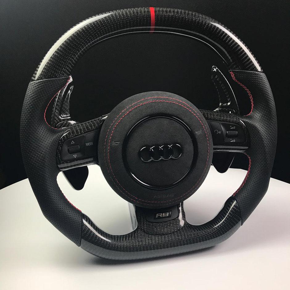 Audi R8 Carbon Lenkrad mit Alcantara Airbagabdeckung