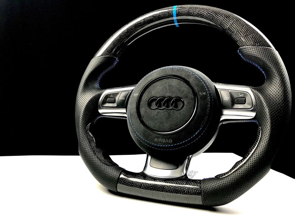 Audi TTRS R8 Carbon Lenkrad Wabe