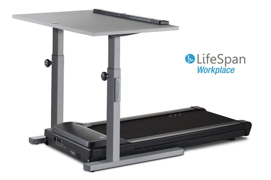 Eine Kombination aus Laufband und Schreibtisch Marke LifeSpanvor einem weißen Hintergrund