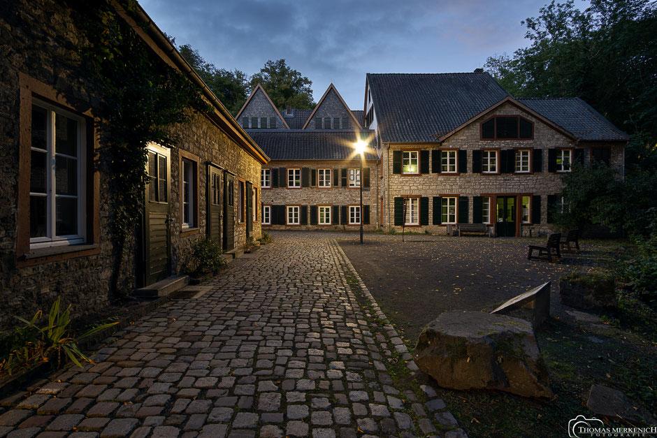 Haupteingang des LVR-Papiermuseum alte Dombach in Bergisch Gladbach