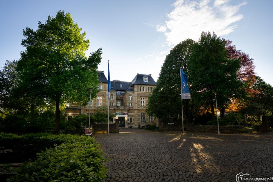 Kulturhaus Villa Zanders in Bergisch Gladbach im Abendlicht