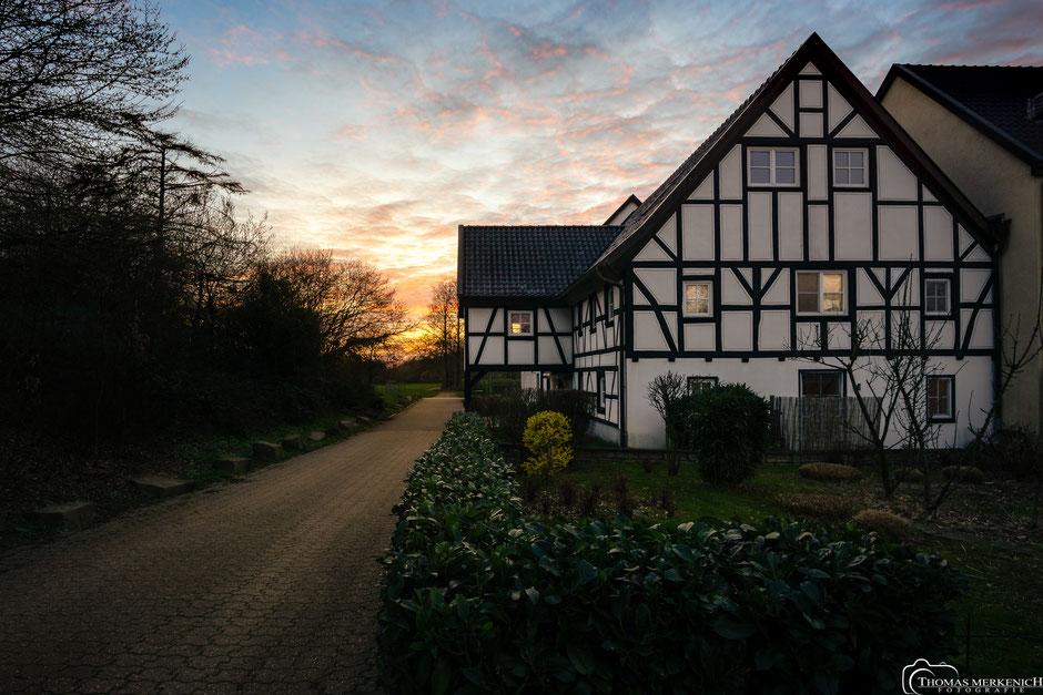 Paffrather Mühle in Bergisch Gladbach zum Sonnenuntergang