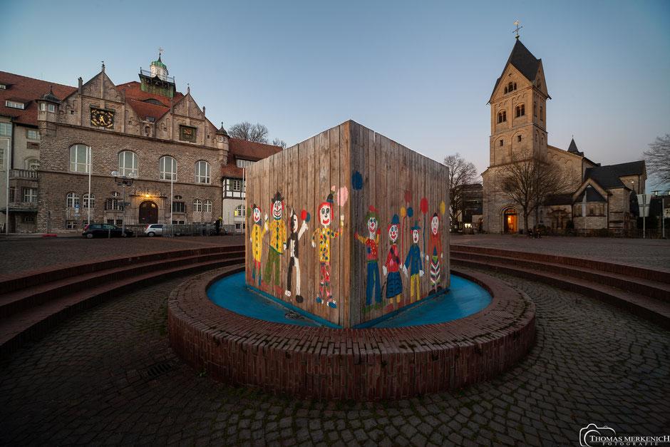 Waffeleisenbrunnen am Konrad-Adenauer-Platz in Bergisch Gladbach zum Karneval