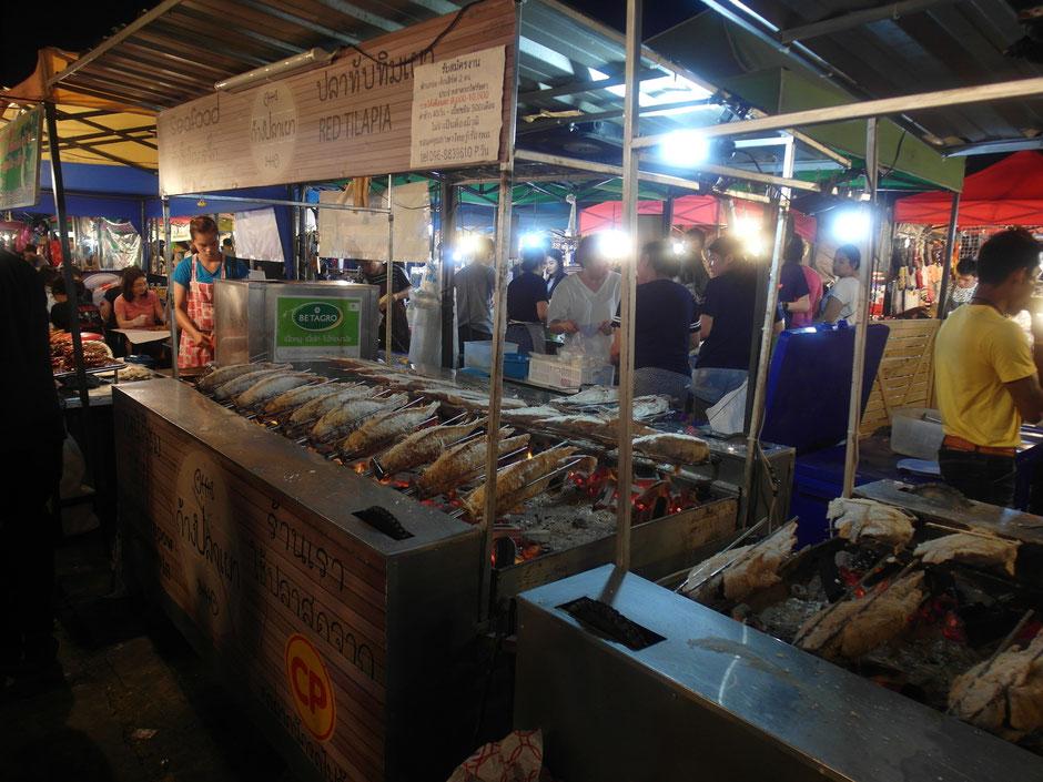 Ratchada Night Market gegrillter Fisch