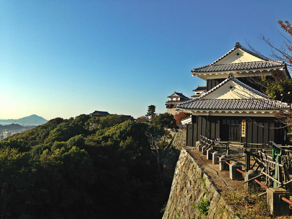 bike-tours-japan-matsuyama-castle