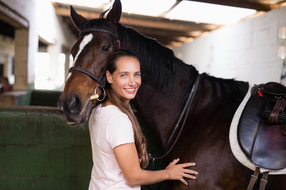 Waldgold-Einstreu: Pferd und Reiter fühlen sich wohl!