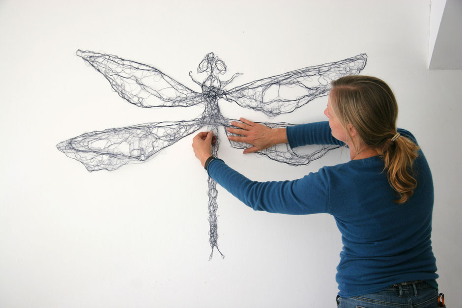 Ansicht Entfaltung: Antje Flotho: Libelle, 2009, imprägnierte Nähseide Nachtblau, 78 x 114 cm