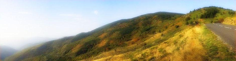 La route de la petite corniche des Cévennes à proximité du gite de liou