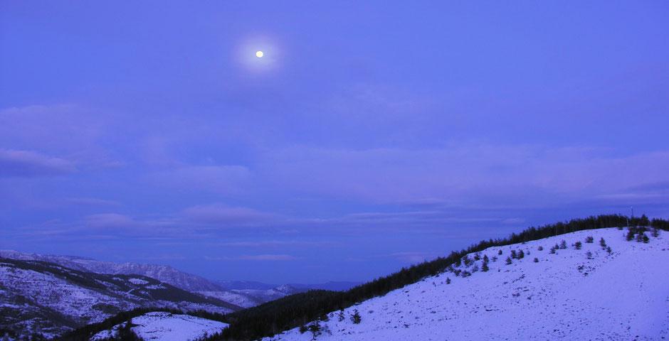 Cévennes sous la lune en hiver non loin du gite de liou©NadineVILAS