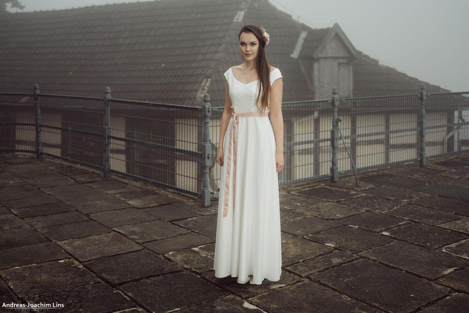 """""""Anda"""" - Bio Brautkleid schlicht aus Baumwolle"""