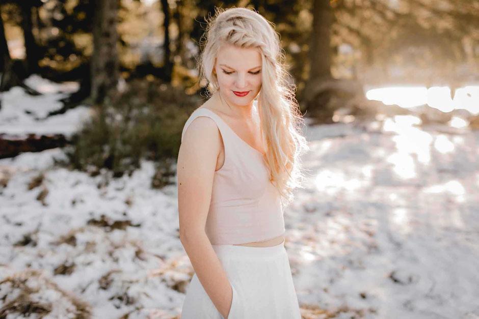 zweiteiliges Hochzeitskleid: Croptop  GRETA in blush mit Brautrock ELEA im cleanen Look