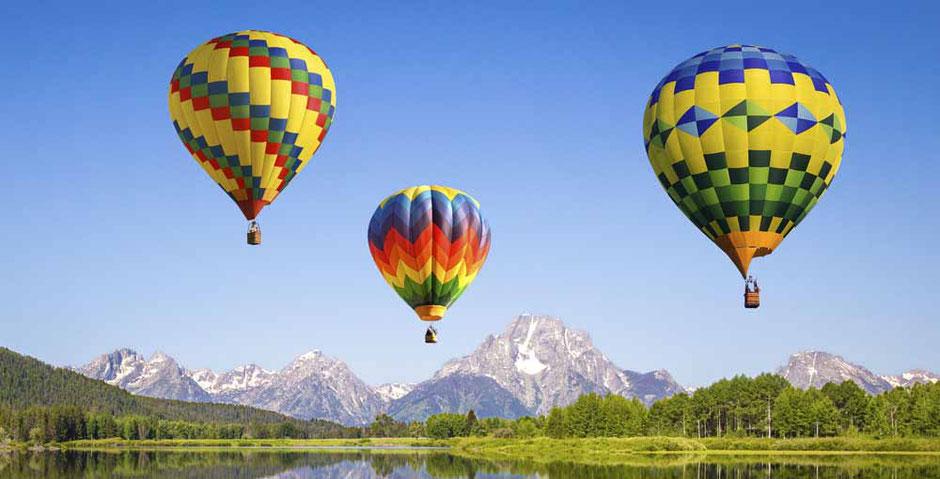 3D-Landschaft mit Heißluftballonen