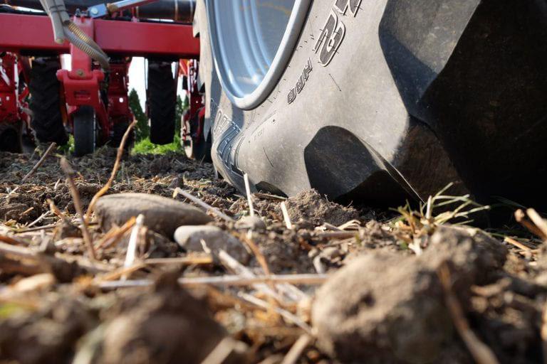 Landwirtschaft Plendl Lenksysteme Lenkhilfen TERRA CARE Reifendruckregelanlagen Kameras Agrar-Software Stickstoffdünger Bodenproben Bild TERRA CARE