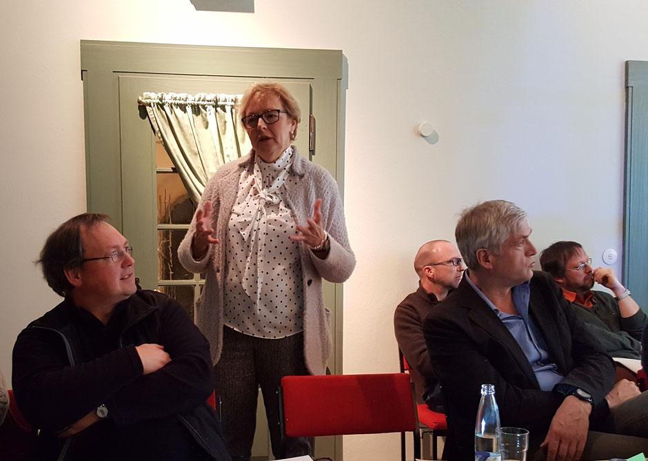 "Christa Mertens stellt das Projekt ""Rüthen mobil"" vor"