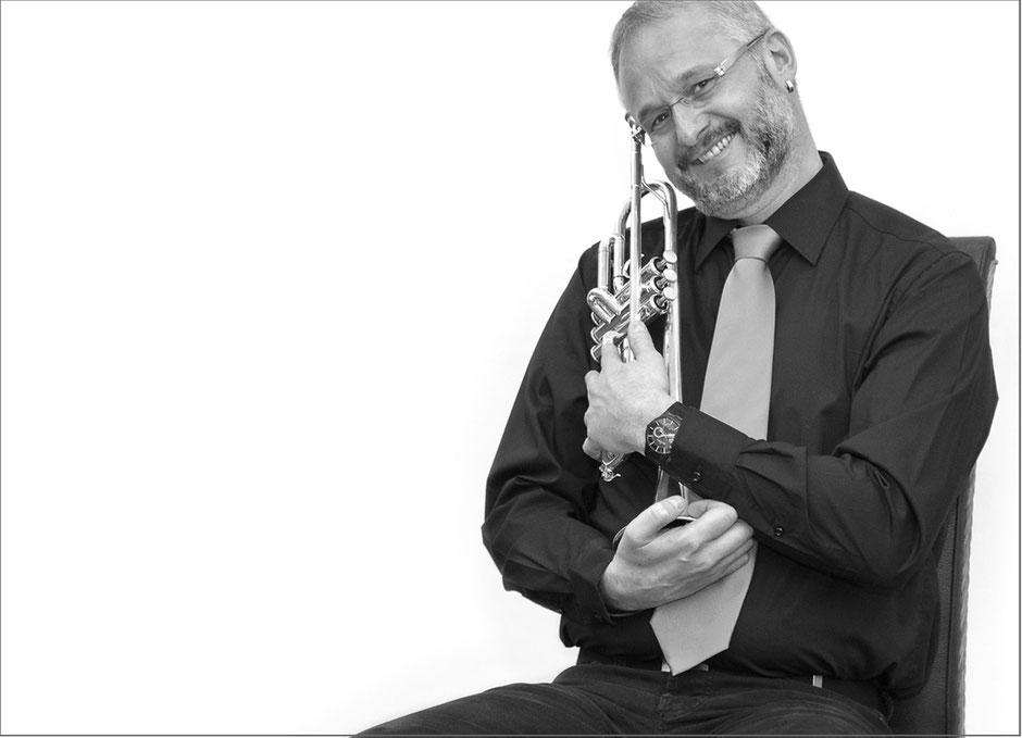 schwarz-weiß, Trompeter, Musiker, Brass to date