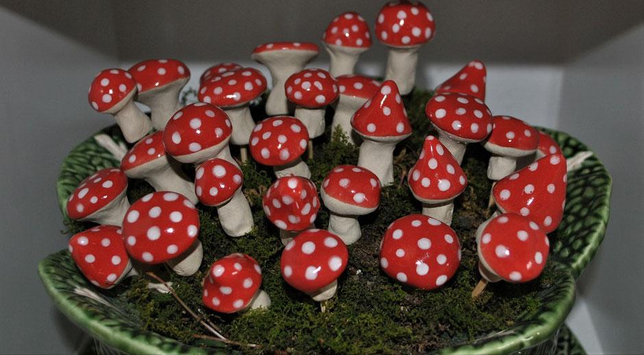 Gartenkeramik Weihnachtszeit Pilze