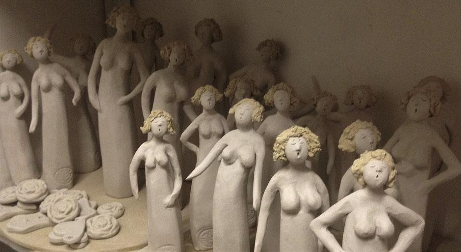 Keramikfiguren Swinging Ladies im Rohzustand