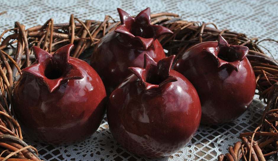 Handgemachte Gartenkeramik - Frucht der Götter: Der Granatapfel