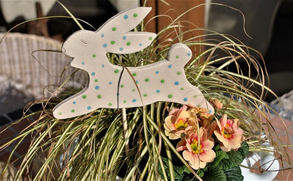 Gartendeko für Ostern Gartenkeramik Hase