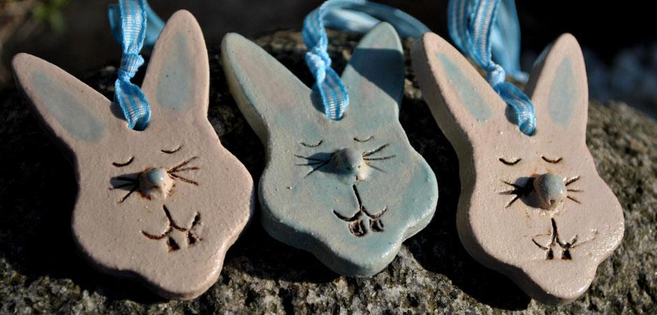 Für Ostern: Hasen-Anhänger töpfern - Anleitung