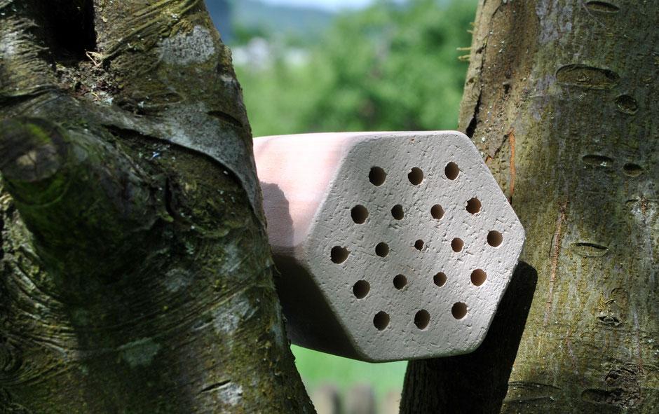 Nützlinge im Garten - Unterschlupf Insektenhotel  für Wildbienen