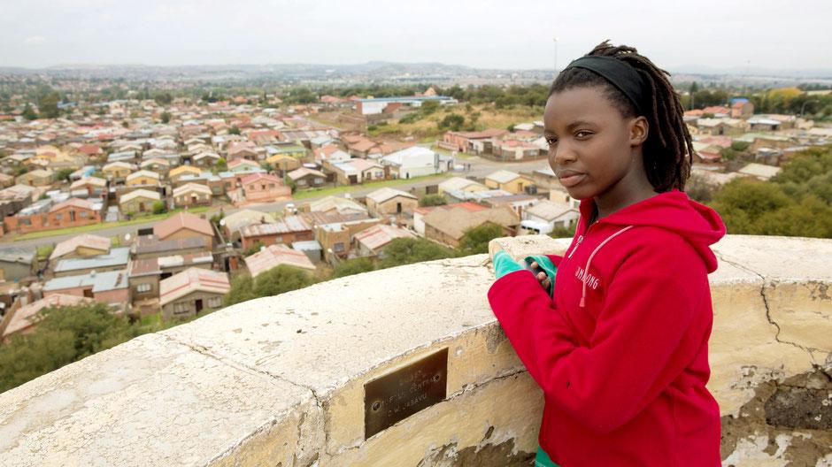 Die Schülerin Nolunthando aus dem Township Soweto Johannesburg