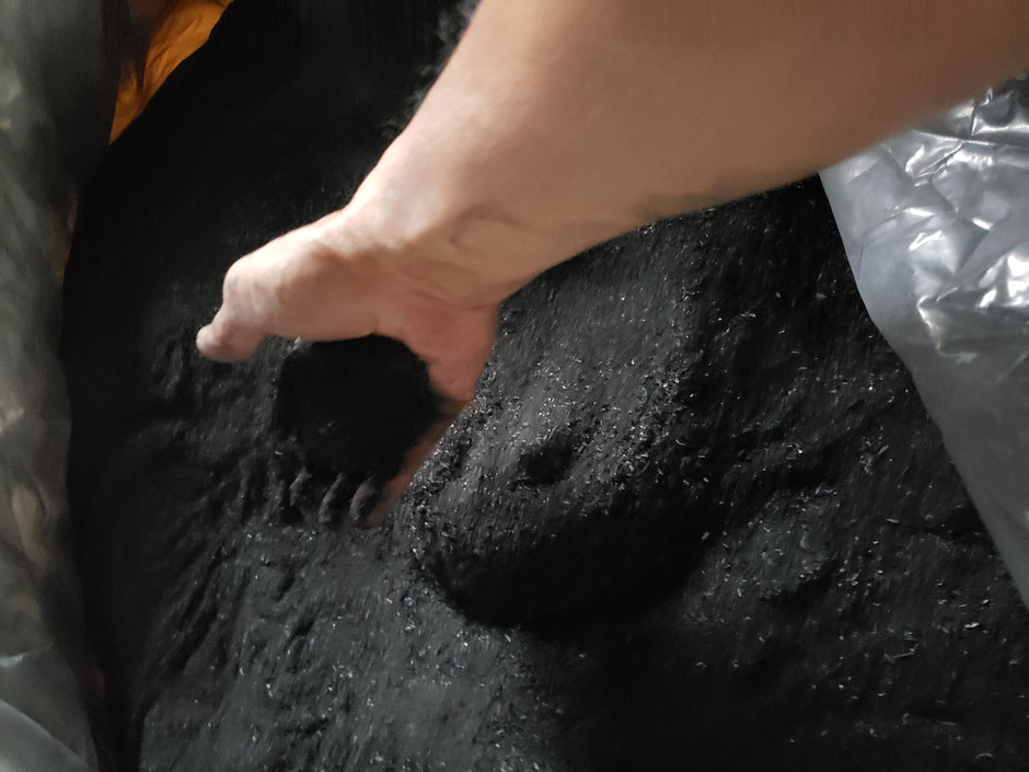 畑や田んぼ、ハウス栽培地や露地栽培地などどこでも土壌改良材として優れた効果のあるモミガラくん炭をご紹介致します。