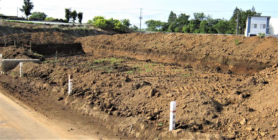 畑や果樹園などで、暗渠をする場合にはまずどこに暗渠した水を流すかを決めてから施工する必要があります。本ページでは、その事例を写真付きでご紹介しております。