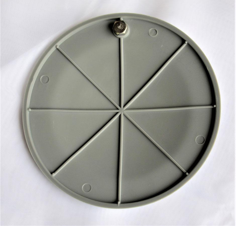 田んぼの用水路から、水を取り込むときに使用する分水栓は、長い間に割れたり破損します。そんなときに、蓋のみを交換D出来ます。写真付きにて、概要を説明致します。