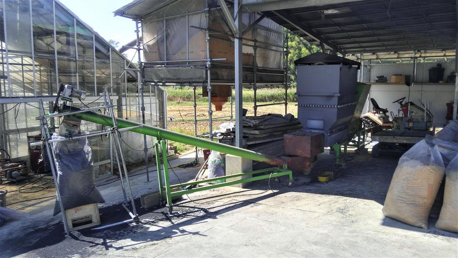 モミガラを実質無料処理する方法として、格安なくん炭製造機をご紹介するページです。