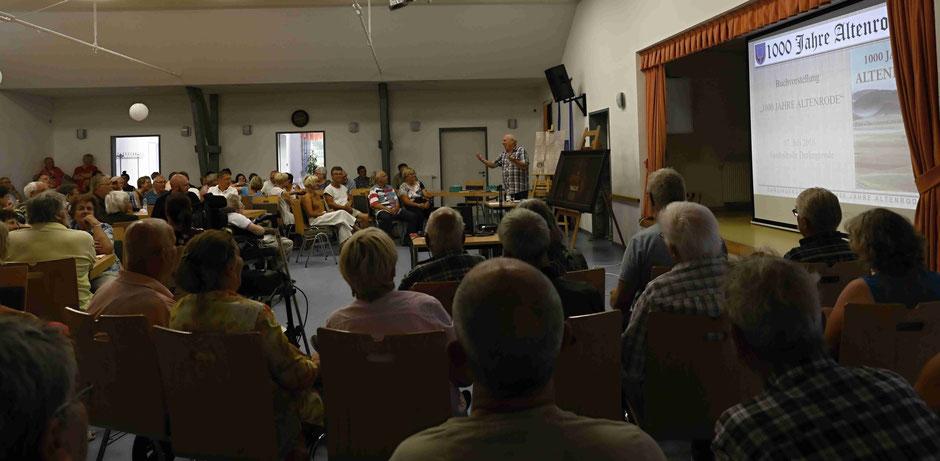 Über 160 Interessenten verfolgten am 17. Juli 2018 trotz Sommerhitze die Buchvorstellung in Darlingerode