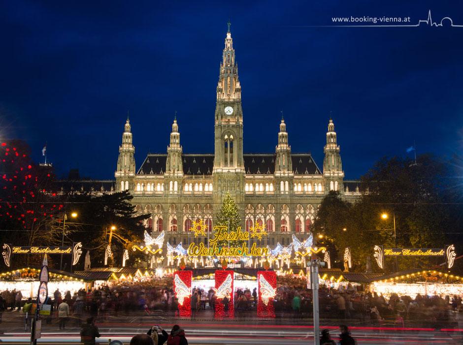 Wiener Christkindlmarkt Rathaus City Zentrum Hotel Urania buchen booking günstig Nähe