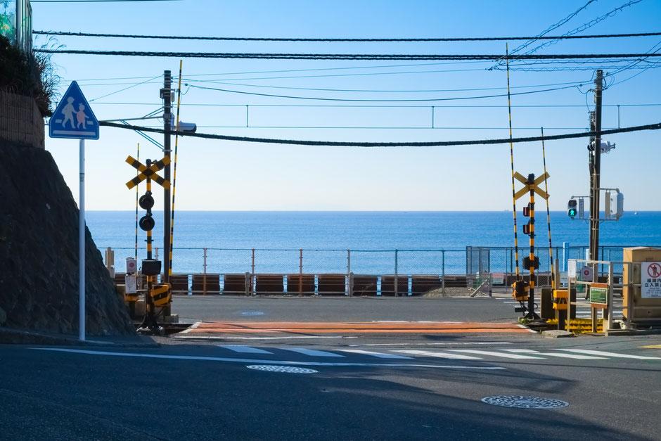 鎌倉高校前駅の前の海岸