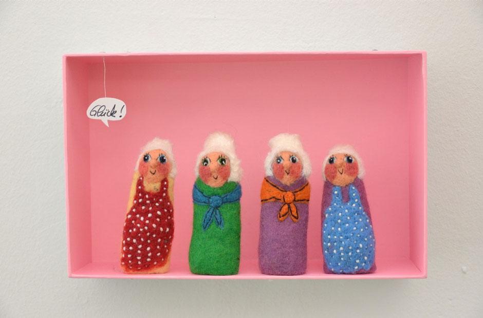 Fingerpuppen Großmutter mit Schürze und Tuch
