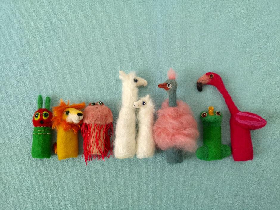 handgefilzte Fingerpuppen Raupe, Löwe, Qualle, Lama, Strauß, Froschkönig, Flamingo, aus 100% Wolle, von Faserverbund