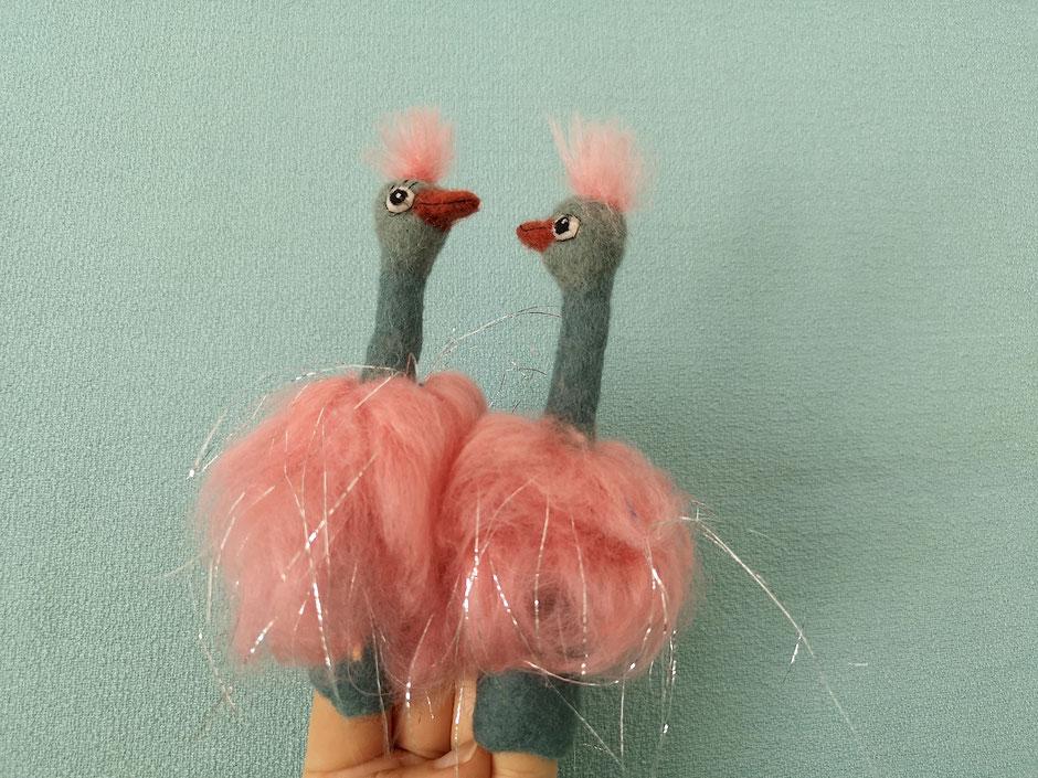 handgefilzte Fingerpuppen Vogel Strauß aus Wolle und Seide von Faserverbund
